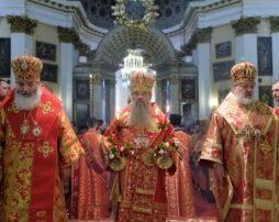ЕПИСКОП МСТИСЛАВ СОСЛУЖИЛ МИТРОПОЛИТУ ВАРСОНОФИЮ В СВЯТО-ТРОИЦКОЙ АЛЕКСАНДРО-НЕВСКОЙ ЛАВРЕ