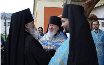 Епископ Тихвинский и Лодейнопольский Мстислав возглавил Богослужение в Тихвинском Богородичном мужском монастыре